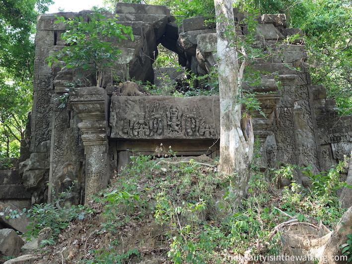 ruines ensevelie Bang Mealea.JPG
