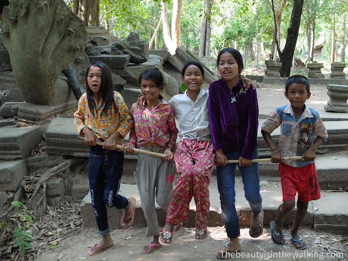 enfants Bang Mealea.JPG