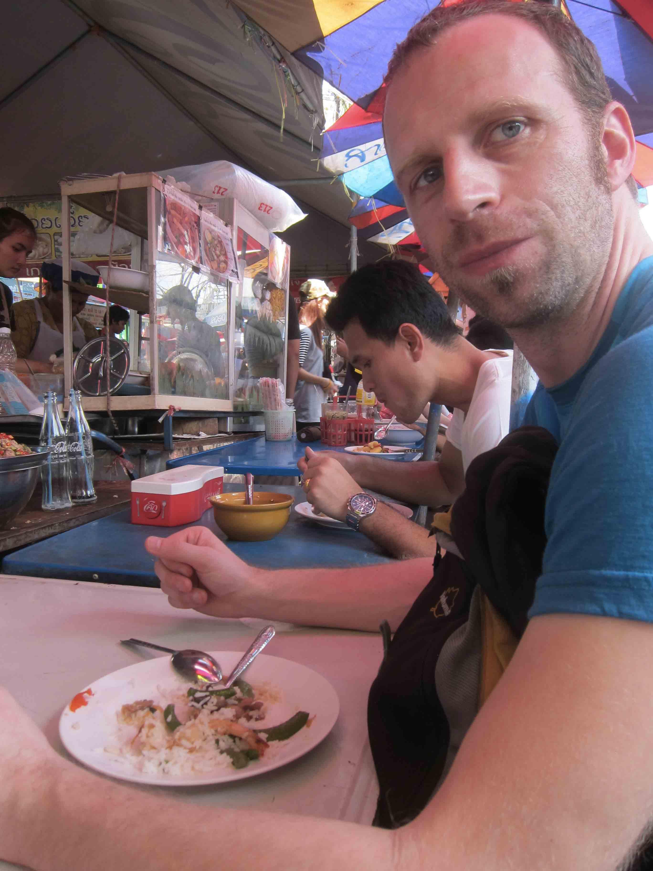 Dejeuner-au-marche-de-Chatuchak-Bangkok-Thailande.jpg