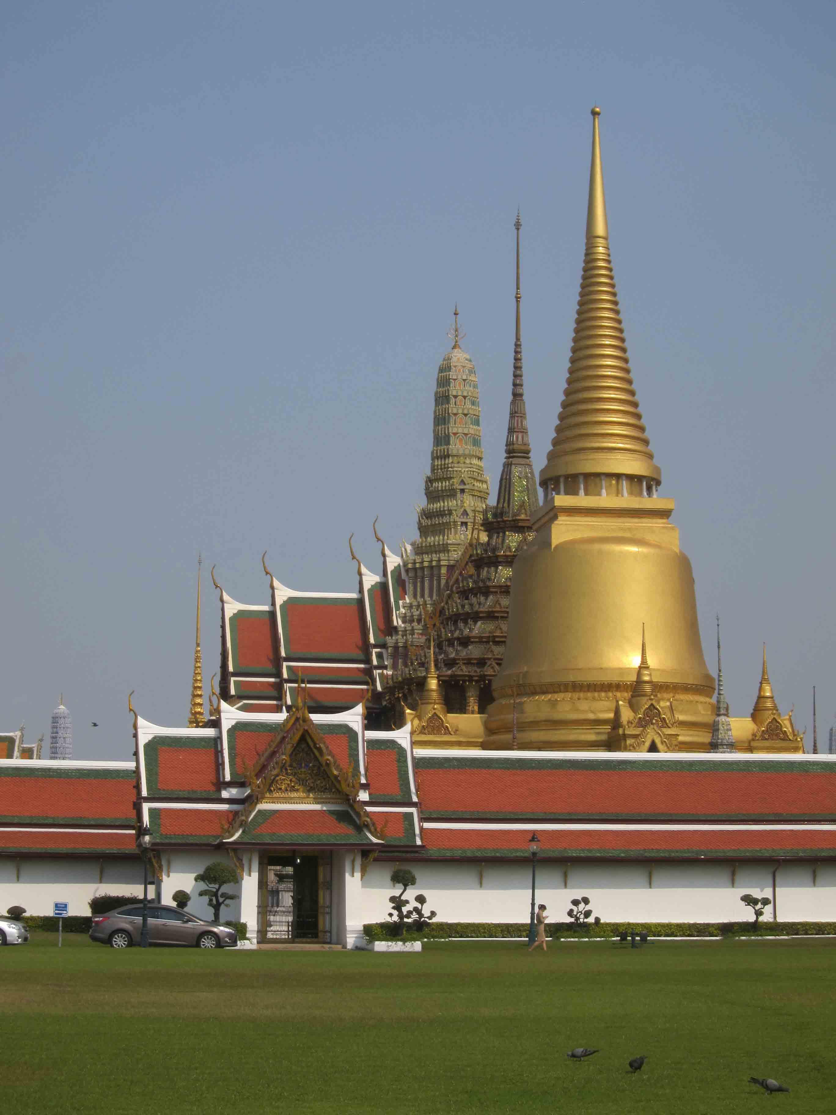 Wat-Phra-Kaew-exterieur-Bangkok-Thailande.jpg