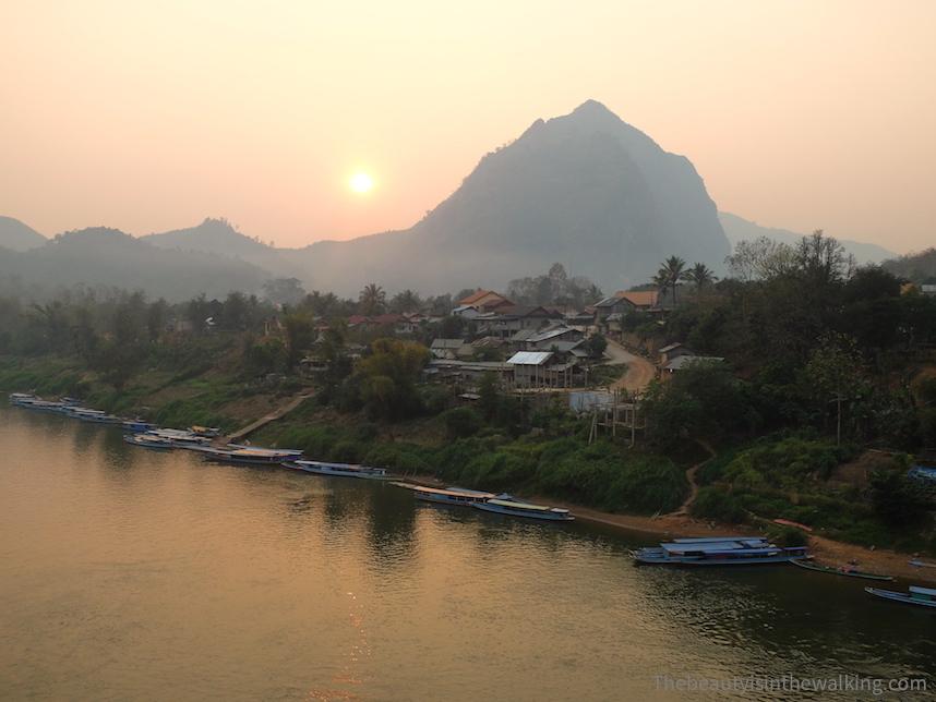 Vue sur la rivière à Nong Kiaew