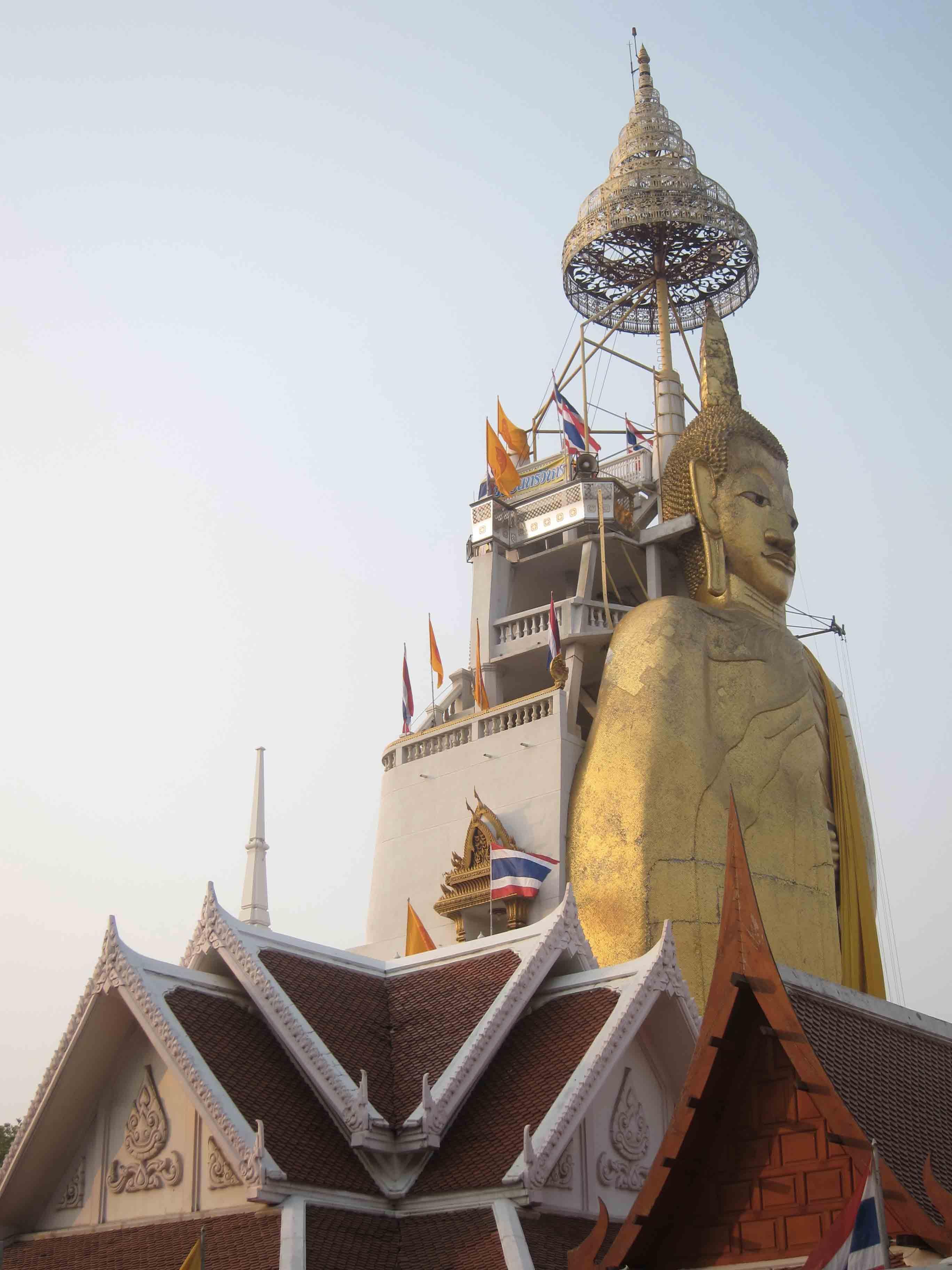Buddha-debout-Bangkok-Thailande.jpg