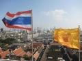 Drapeaux-de-la-Thailande-et-du-roi-Bangkok.jpg